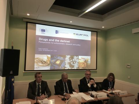 Picture of launch with Dimitris Avramopoulos, European Commissioner for Migration, Home Affairs and Citizenship; Europol Executive Director Rob Wainwright,  EMCDDA Director Alexis Goosdeel and Kathryn Robertson EMCDDA press officer