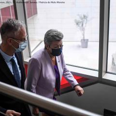 EMCDDA Director Alexis Goosdeel welcomes European Commissioner for Home Affairs Ylva Johansson climbing stairs at the EMCDDA in Lisbon